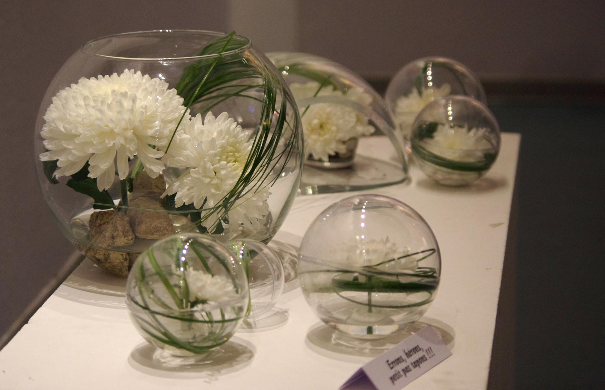 Design Floral : Fleurs et matériaux contemporains